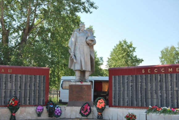 Памятники под заказ Колпашево Мемориальный одиночный комплекс из двух видов гранитов Гурьевск, Калининградская обл.